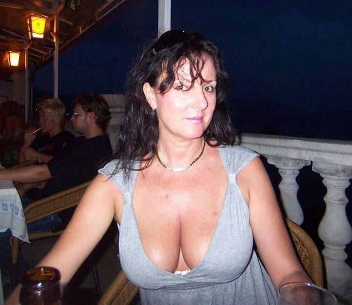 belle metisse aux gros nichons sexhibe en cam