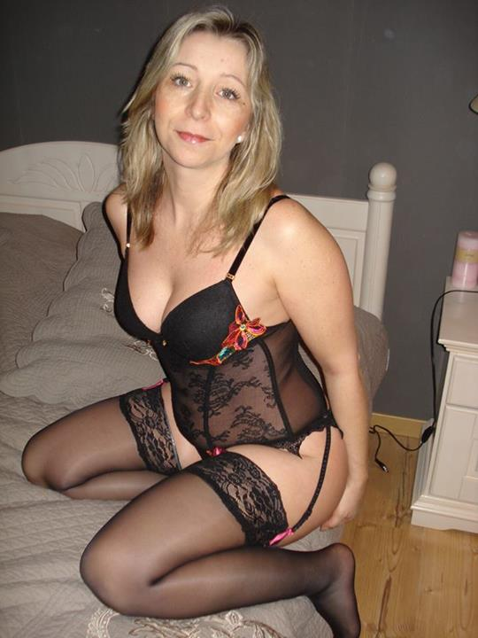 Videos of mature women wearing pantyhose